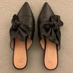 Leather bow mules